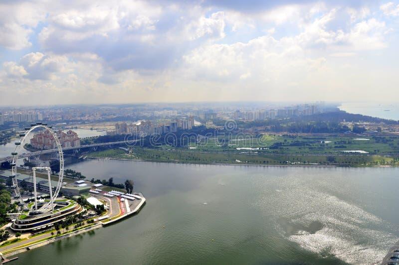 ferris глаза над гаван колесом взгляда singapore стоковые изображения rf