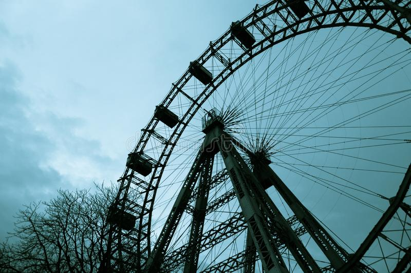 Ferris катит внутри Вену Prater снизу стоковое фото