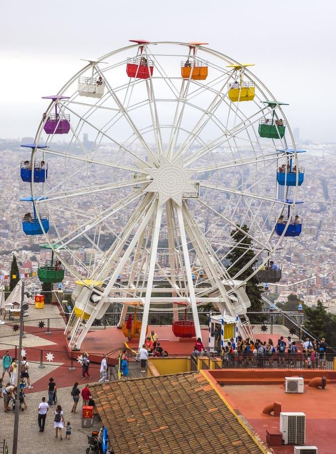 Ferris катит внутри Tibidabo стоковые фото
