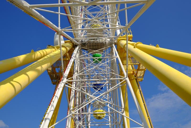 Ferris катят внутри парк океана Гонконга стоковое изображение rf