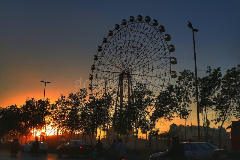 Ferris koła złoty światło obrazy stock