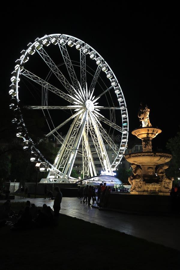 Ferris koło i Danubius fontanna na Erzsébet kwadracie, Budapest, Węgry, Europa fotografia royalty free