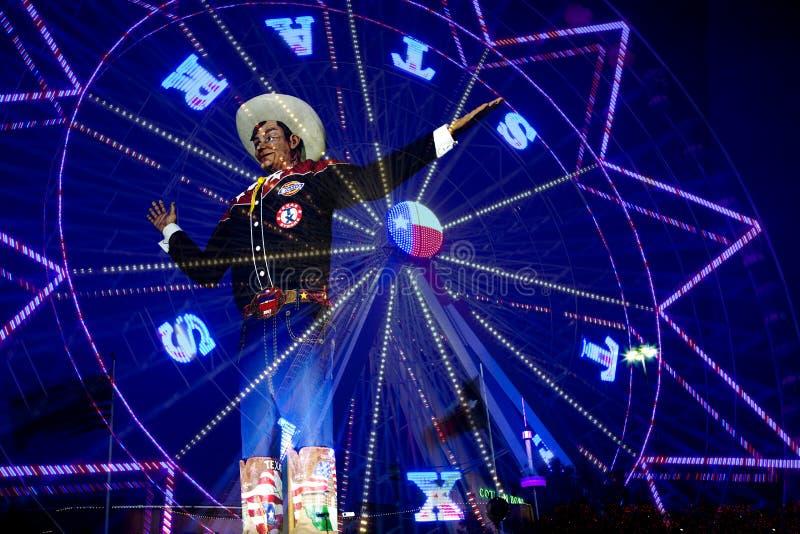 Ferris koło i Duży Tex przy stanu jarmarkiem Teksas noc obraz stock