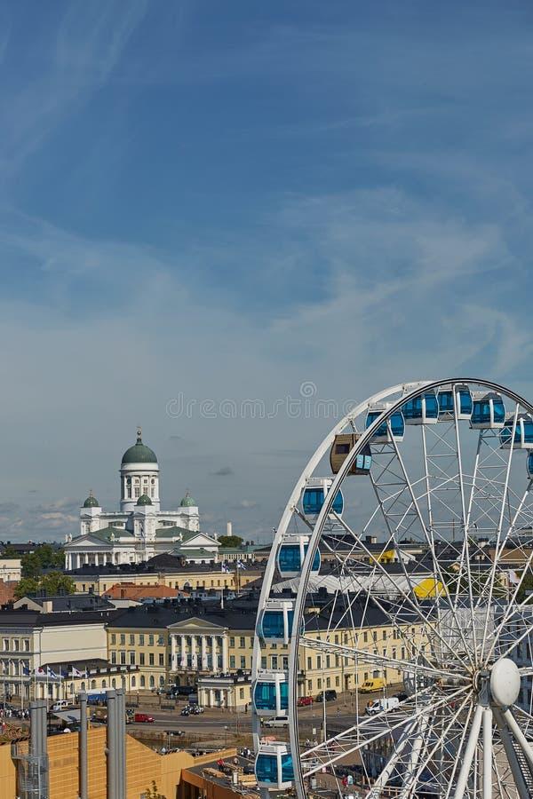 Ferris koło i katedra diecezja Helsinki, finnish E zdjęcie stock