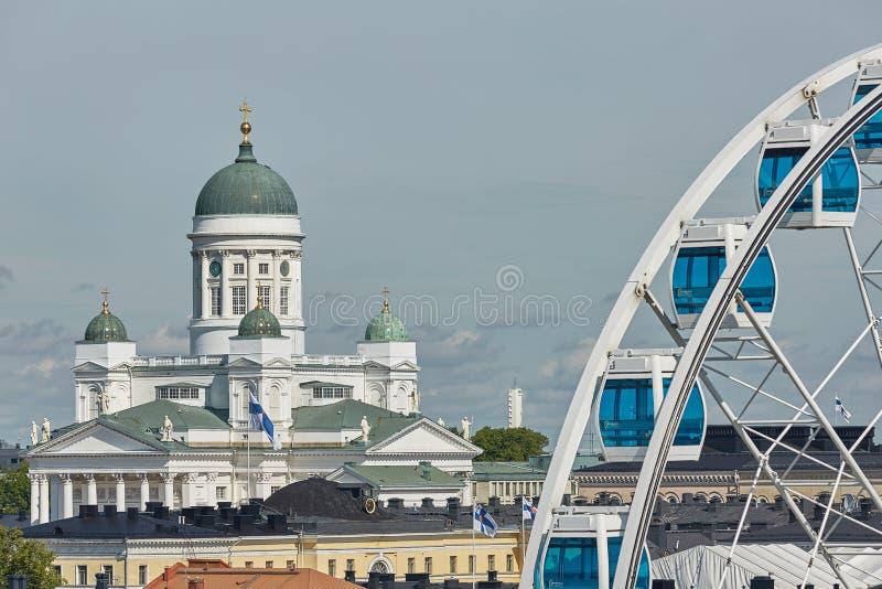 Ferris koło i katedra diecezja Helsinki, finnish E obrazy stock