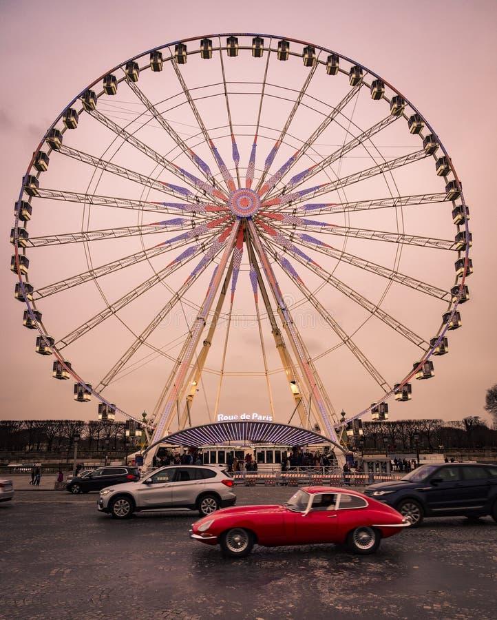Ferris koło instalujący w miejscu De Los angeles Concorde, Paryż obrazy stock