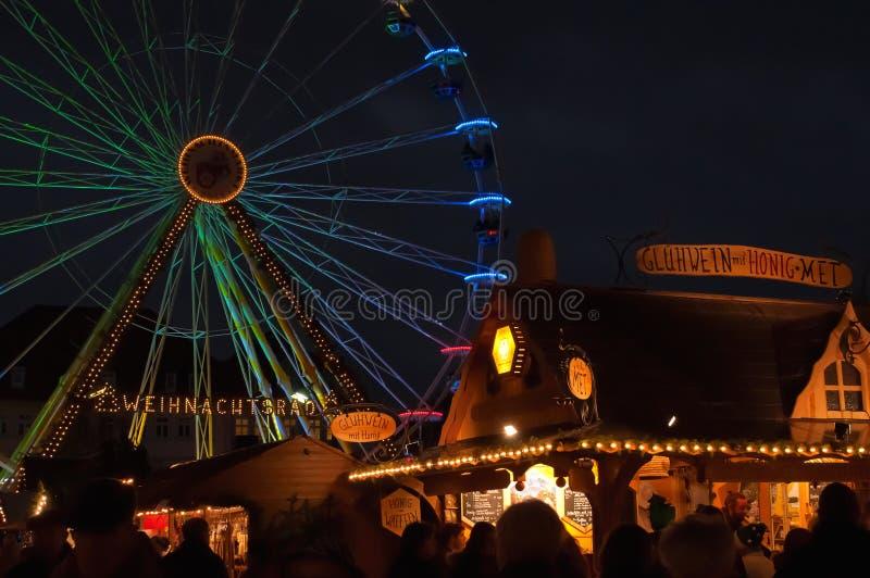 Ferris koło na bożych narodzeniach wprowadzać na rynek w Erfurt, Niemcy zdjęcia royalty free