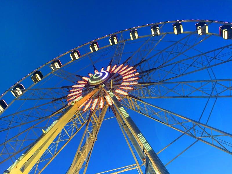 Ferris koło na deptaku Rimini Włochy obraz stock