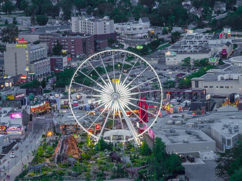 Ferris koło, Niagara spadki, DALEJ Kanada, przy półmrokiem zdjęcia stock