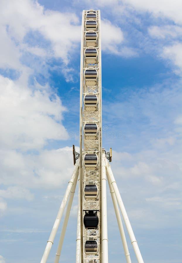 Download Ferris ko?o obraz stock. Obraz złożonej z kolor, chmura - 41950551
