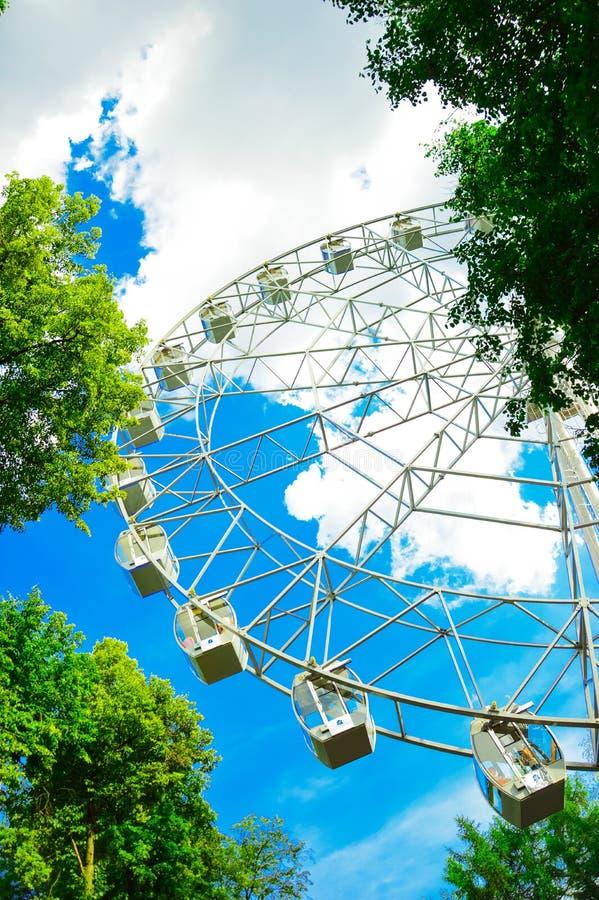 Download Ferris koło zdjęcie stock. Obraz złożonej z park, przyciąganie - 53786212