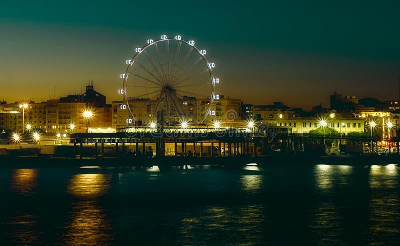 Ferris roda dentro a noite fotografia de stock royalty free
