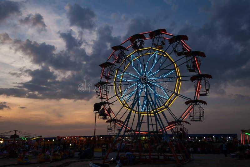 Ferris roda dentro o crepúsculo imagem de stock royalty free