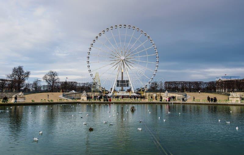 Ferris roda dentro o jardim de Tuileries, Paris imagens de stock royalty free