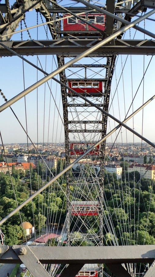 Ferris roda dentro o parque de diversões de Prater em Viena fotografia de stock