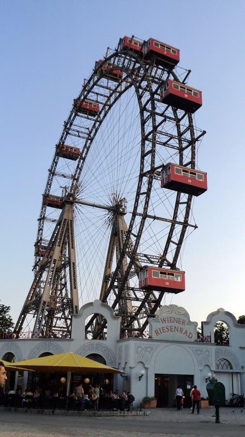 Ferris roda dentro o parque de diversões de Prater em Viena fotos de stock royalty free