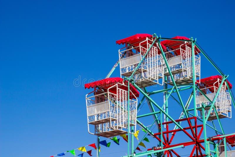 Download Ferris rojos blancos foto de archivo. Imagen de ferris - 42429784