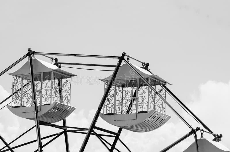 Ferris roulent dedans noir et blanc photos libres de droits