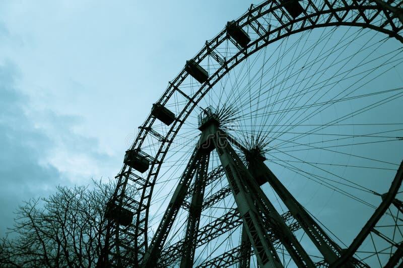 Ferris toczy wewnątrz Wiedeń plociucha spod spodu zdjęcie stock