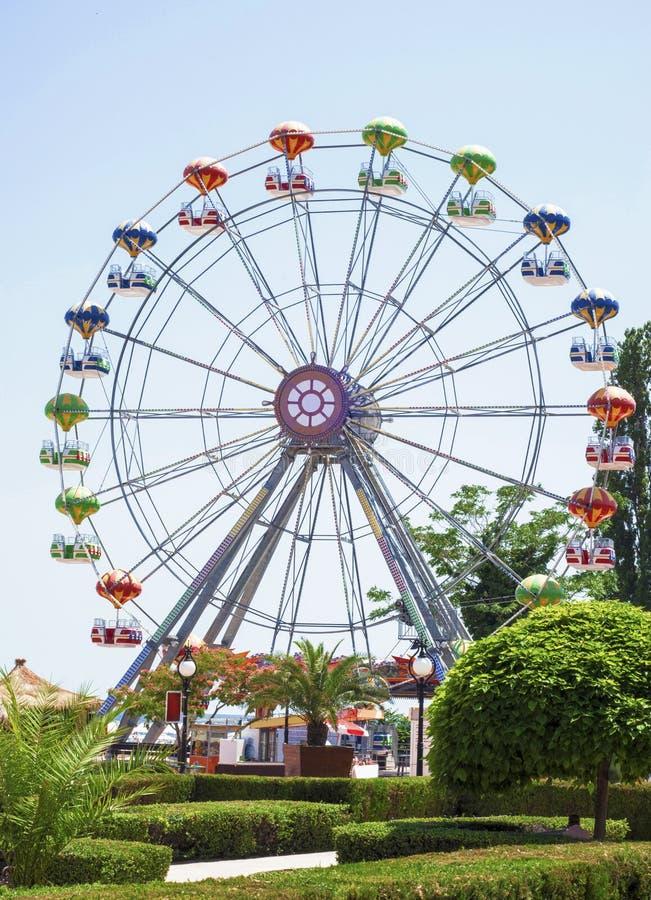 Ferris toczy wewnątrz zabawa jarmark zdjęcia royalty free