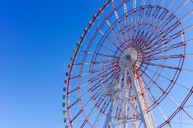 Ferris Wheel à la ville de palette image stock