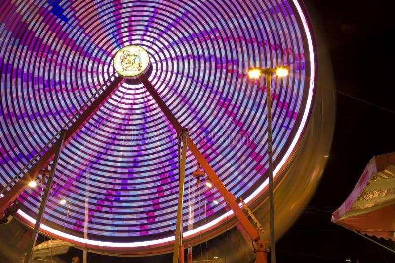 Ferris Wheel al giro giusto della contea di Riverside di festival della data la chiusura lampo fotografia stock
