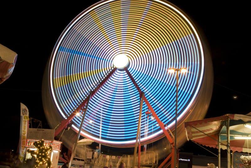 Ferris Wheel al giro giusto della contea di Riverside di festival della data la chiusura lampo immagini stock