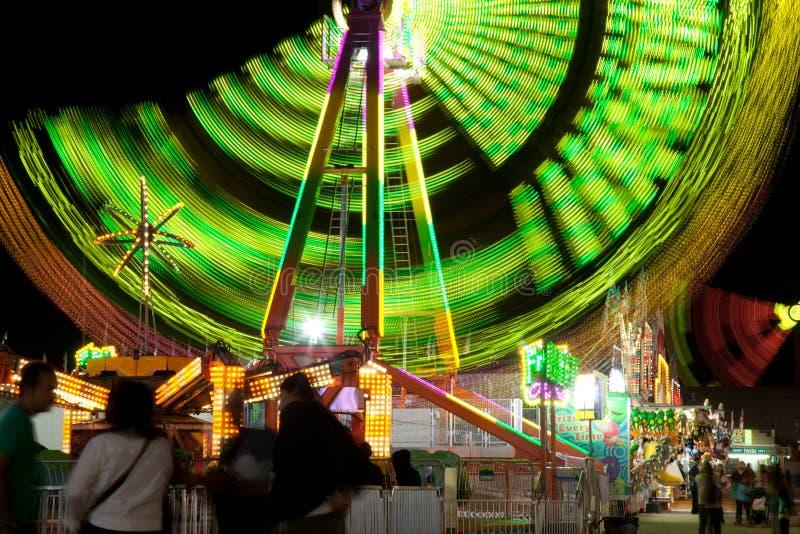 Ferris Wheel al giro giusto della contea di Riverside di festival della data la chiusura lampo fotografia stock libera da diritti