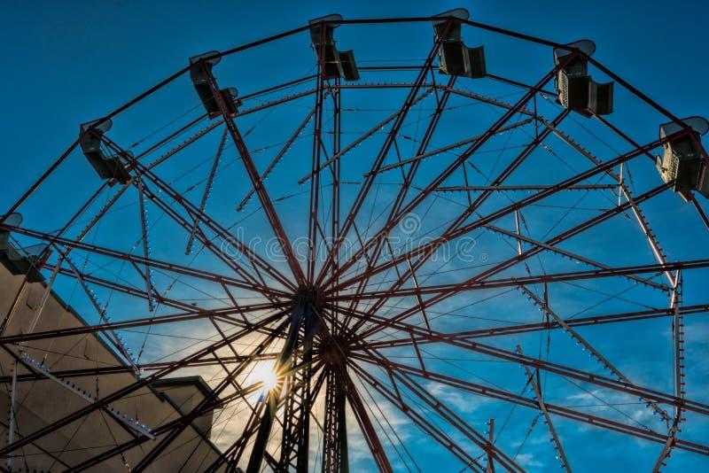 Ferris Wheel bij het Park op het Westeneind royalty-vrije stock afbeelding