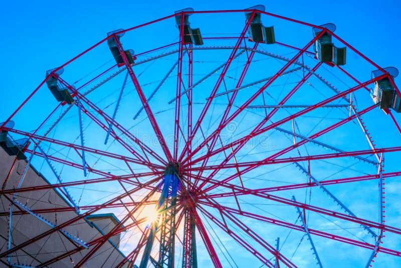 Ferris Wheel bij het Park van het het Westeneind bij Zonsopgang stock foto's