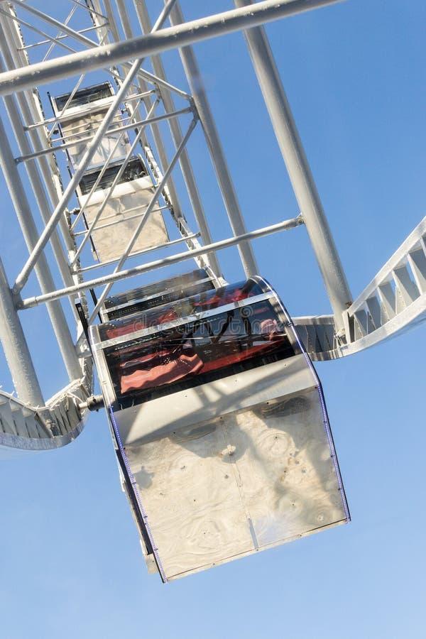 Ferris Wheel Cabins im Tageslicht lizenzfreies stockbild