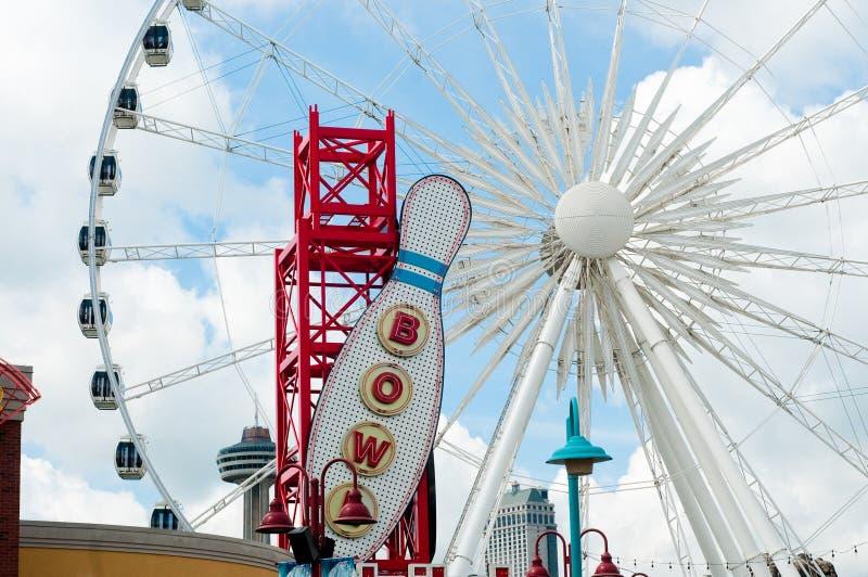 Ferris Wheel in Clifton Hill, cascate del Niagara, Ontario immagini stock