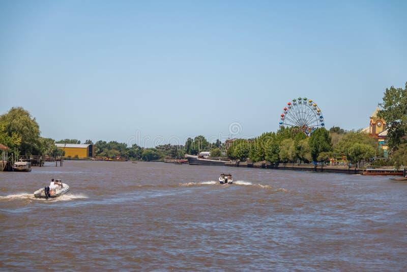 Ferris Wheel e parque de diversões no rio de Lujan - Tigre, Buenos Aires, Argentina fotografia de stock royalty free