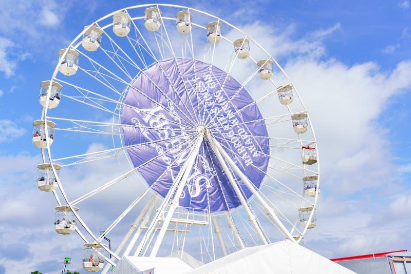 Ferris Wheel Fairground Ride blanco grande imágenes de archivo libres de regalías