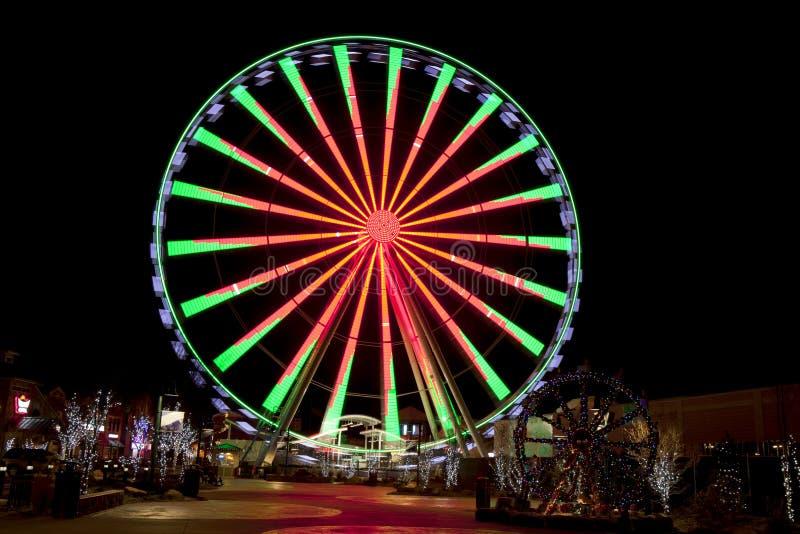 Ferris Wheel in Gatlinburg, Tennessee tijdens de Kerstmisvakantie stock foto