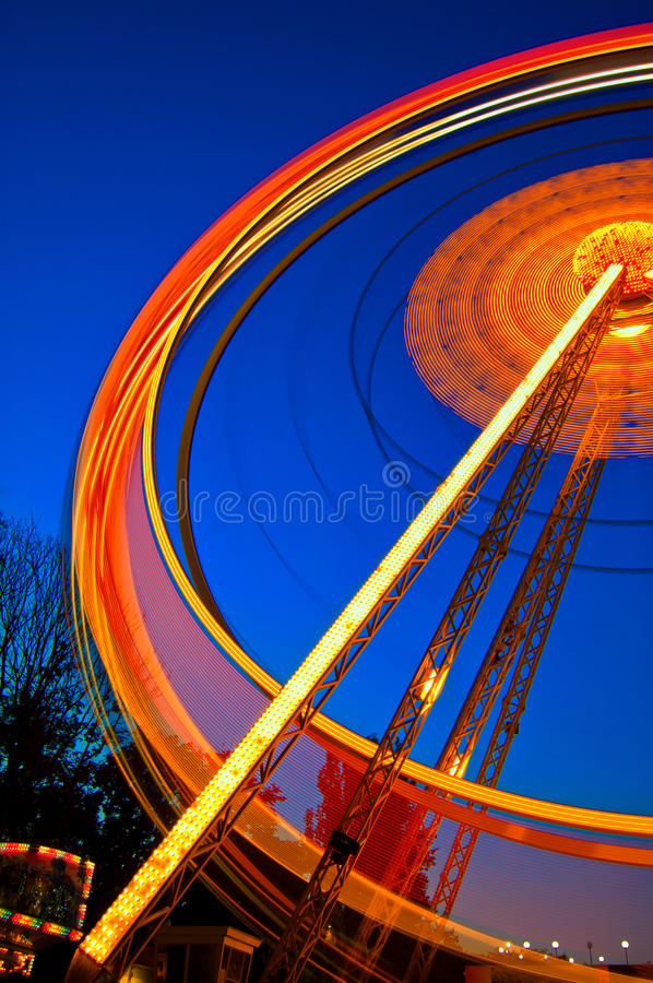 Free Ferris Wheel In Motion At Night Royalty Free Stock Images - 21291559