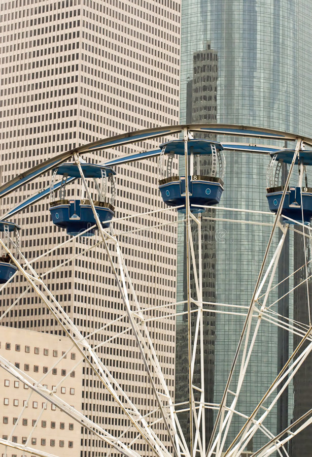 Free Ferris Wheel In The City Royalty Free Stock Image - 5921466