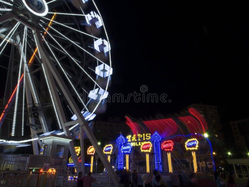 Ferris Wheel na noite fotografia de stock royalty free