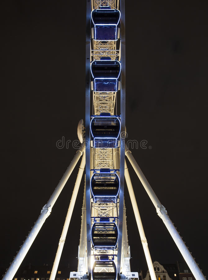 Download Ferris Wheel At Night foto de archivo. Imagen de noche - 42437352