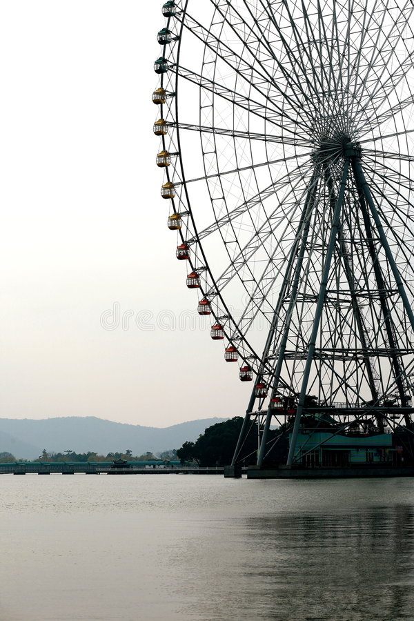 Free Ferris Wheel On Water Stock Images - 7713514