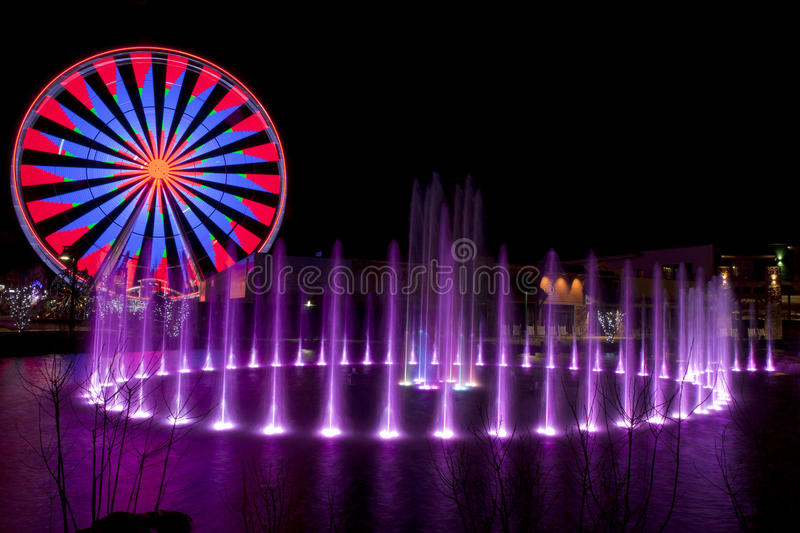 Ferris Wheel in Pigeon Forge, Tennessee durante le feste di Natale immagine stock