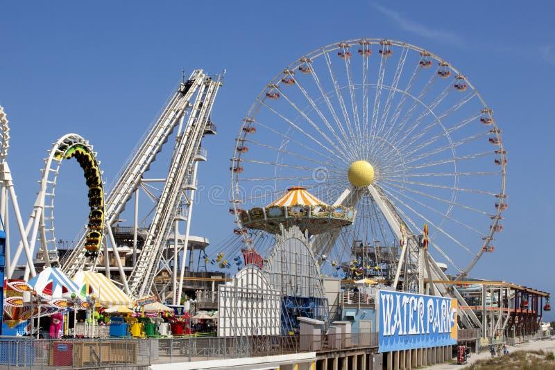Ferris Wheel sul pilastro immagini stock libere da diritti