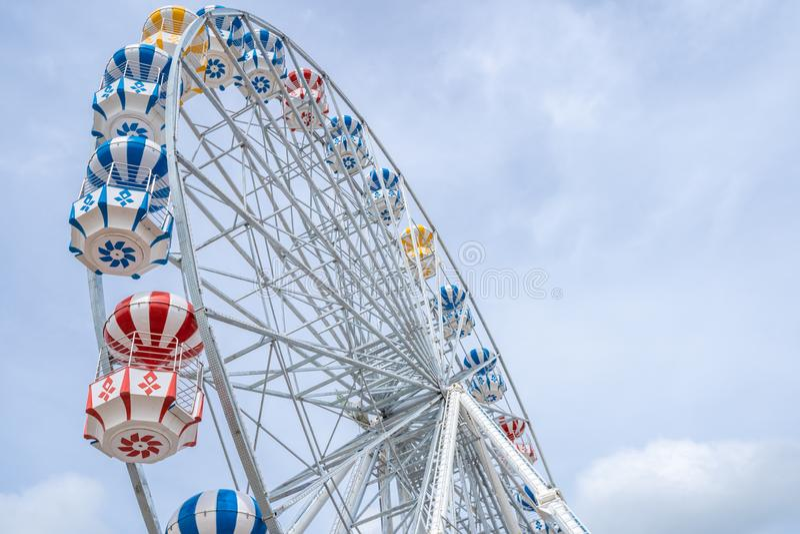 Ferris Wheel, vue d'angle faible de grand Ferris Wheel - image photos stock