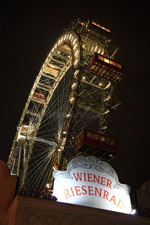 Ferriswiel van Wenen Prater tijdens nacht stock afbeelding