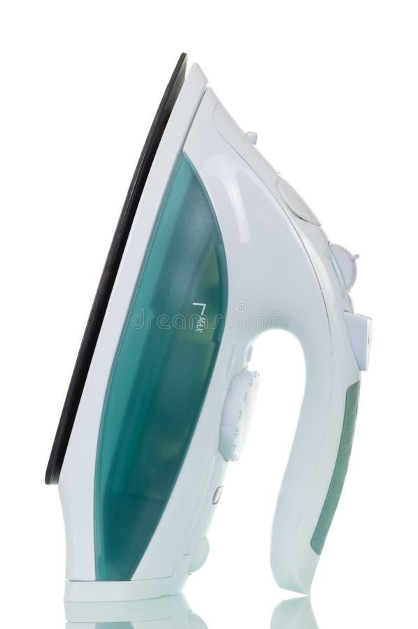 Ferro bonde moderno com o humidificador isolado no branco fotos de stock royalty free