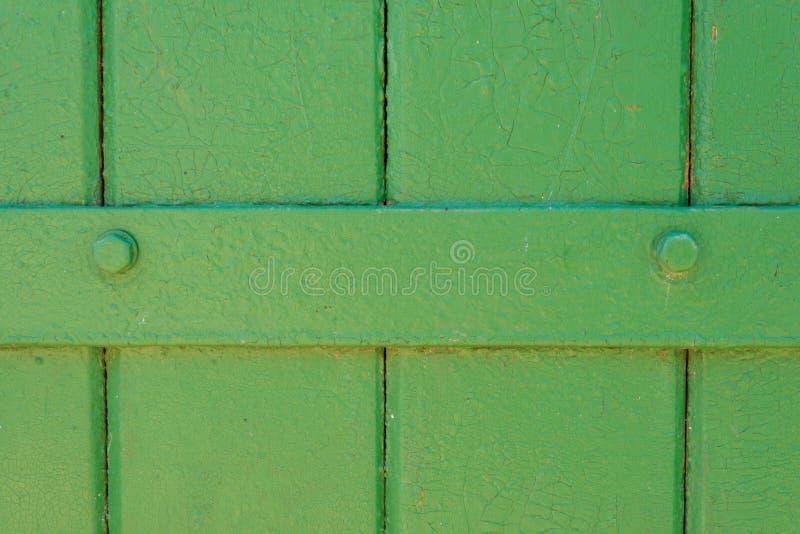 Ferro de madeira rachado pintado verde do fundo da textura imagens de stock royalty free