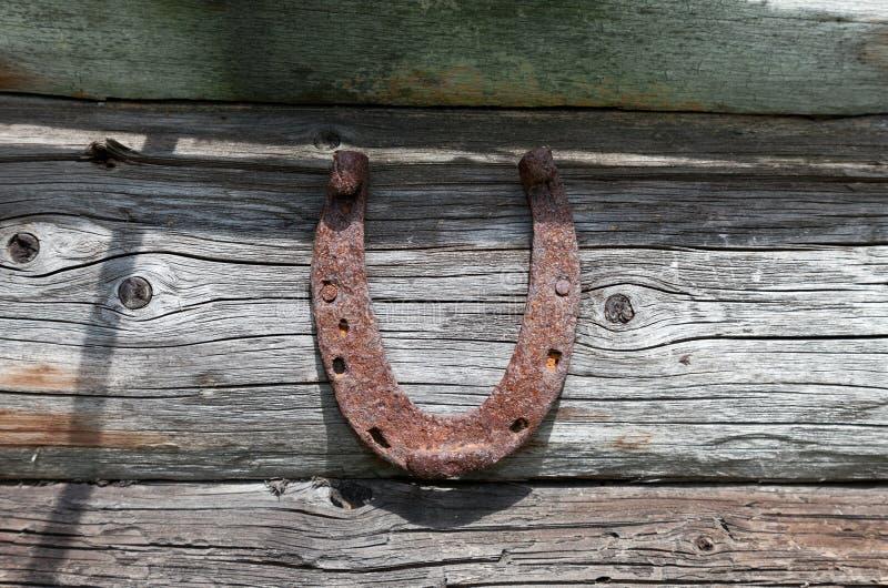 Ferro di cavallo arrugginito dell'annata fotografia stock