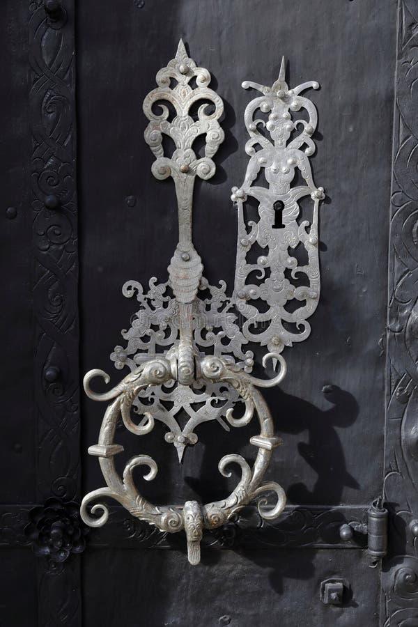 Ferro forjado na entrada lateral da basílica Mariazell, Áustria fotos de stock