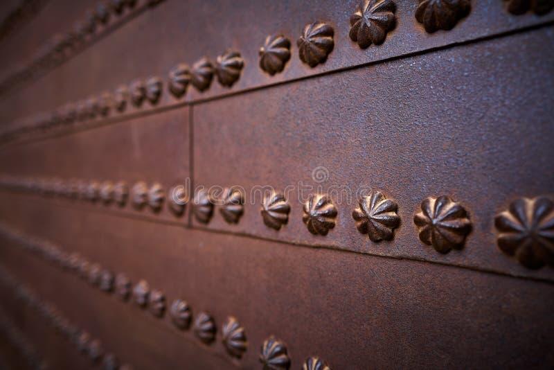Ferro oxidado detalhe de Alhambra Justice Door imagens de stock