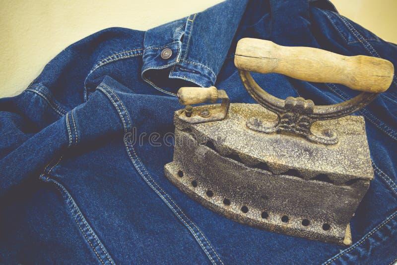 Download Ferro velho imagem de stock. Imagem de aço, calor, ferramenta - 65580485